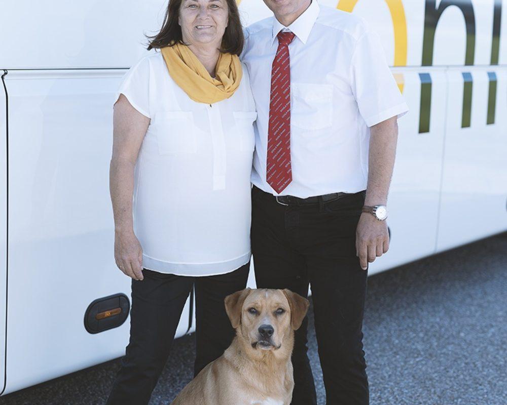 Die Inhaber Bernhard und Waltraud mit Ihrem Treuen Firmenhund